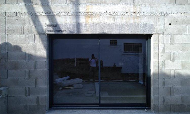 installation de baie vitrée en maison neuve