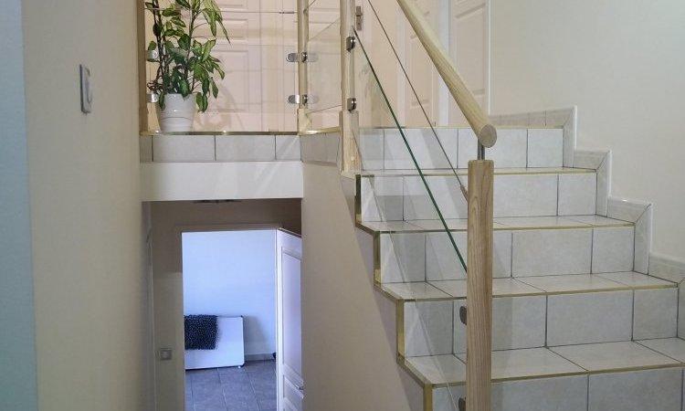Garde corps escalier vitré et bois avec insert inox